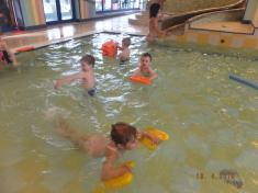 V bazénu